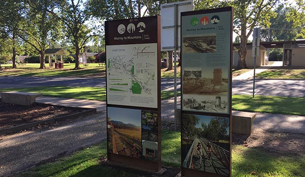 Murray to Mountains railtrail signage